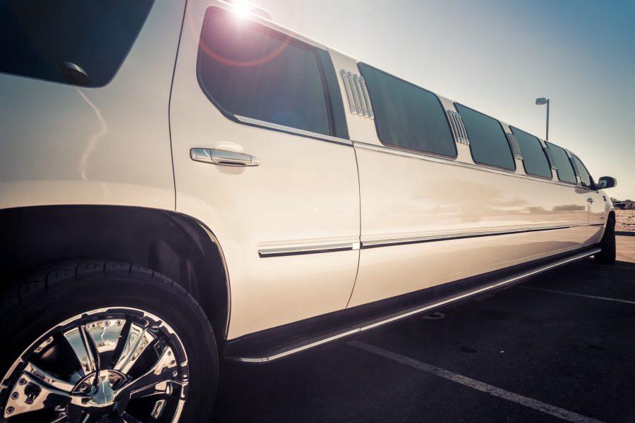 striptýz v limuzíně Hummer Long